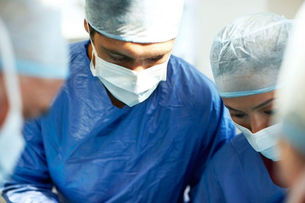 Operaciones de cirugía estetica de pechos, facial y corporal